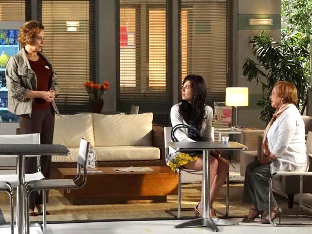 Eva acusa Manuela de ter roubado a vida de Ana (Foto: A Vida da Gente/TV Globo)