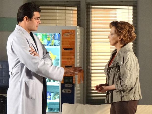 Lúcio intervém para Eva não exigir demais de Ana (Foto: A Vida da Gente/TV Globo)