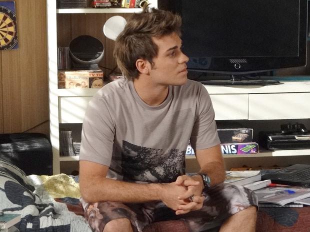 Betão fica sem reação quando Filipe conta que estava na casa de Gabriel (Foto: Malhação / TV Globo)