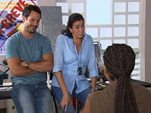 Griselda dá aula para 'maridas de aluguel' (Foto: Fina Estampa / TV Globo)