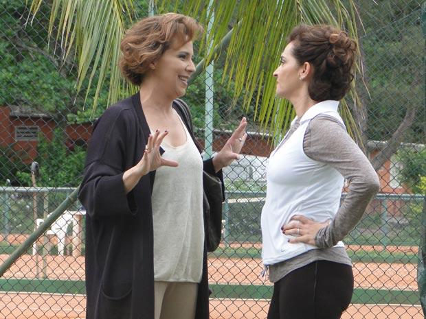Eva diz para Vitória dobrar a língua antes de falar sobre Ana (Foto: A Vida da Gente/TV Globo)
