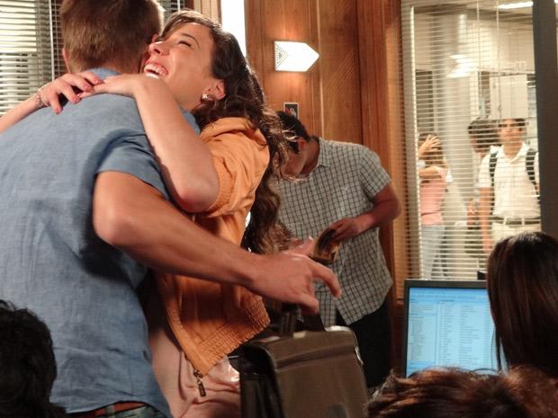 Antenor morre de ciúmes ao ver Patrícia dando beijo em Alexandre (Foto: Fina Estampa/TV Globo)