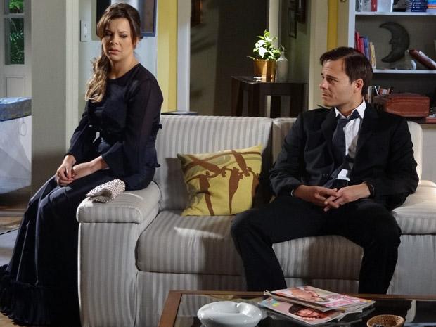 Camila confessa que já não ama mais Ricardo (Foto: Aquele Beijo/TV Globo)