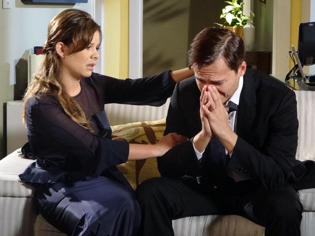 Ricardo chora depois de perceber que seu casamento acabou (Foto: Aquele Beijo/TV Globo)