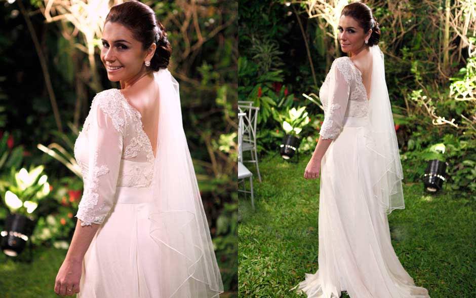Claudia apostou em vestido romântico e sóbrio, renda e véu curto, liso