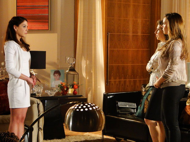 Cris segue o conselho de Vivi e semite Lorena (Foto: A Vida da Gente - Tv Globo)