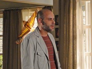 Lui fica preocupado ao saber que Nanda foi embora (Foto: A Vida da Gente / TV Globo)