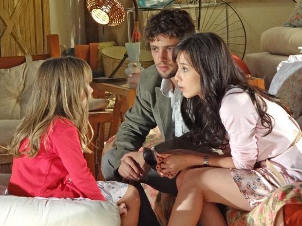 Manu e Rodrigo tentam explicar como vai ser daqui para frente depois que Ana despertou (Foto: A Vida da Gente / TV Globo)
