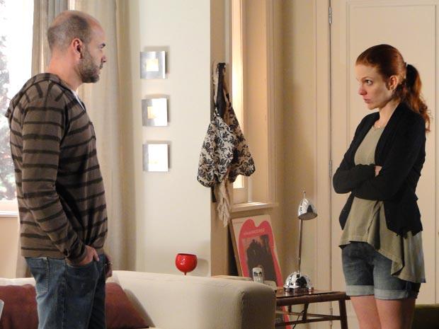 Lui vai buscar a namorada na casa de Celina (Foto: A Vida da Gente/TV Globo)