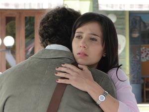Manu não consegue se livrar da culpa (Foto: A Vida da Gente / TV Globo)
