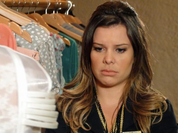 Camila conversa com Brigitte (Foto: Aquele Beijo/TV Globo)