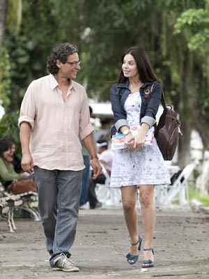 Alice resolve poupar Renato (Foto: A Vida da Gente / TV Globo)