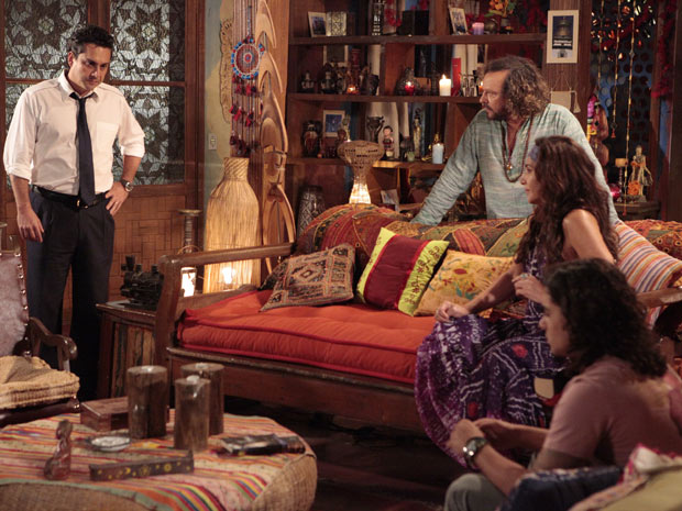 Baltazar se redime com Daniel (Foto: Fina Estampa/TV Globo)