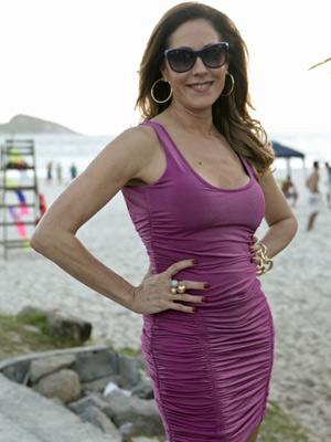 Torloni posa com o vestido de Teodora (Foto: Fina Estampa/ TV Globo)