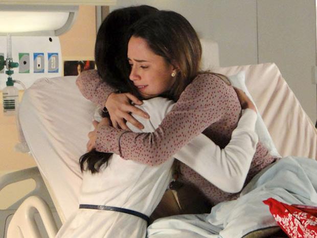 Ana diz que entende o lado da irmã desde que leu o blog (Foto: A Vida da Gente/TV Globo)