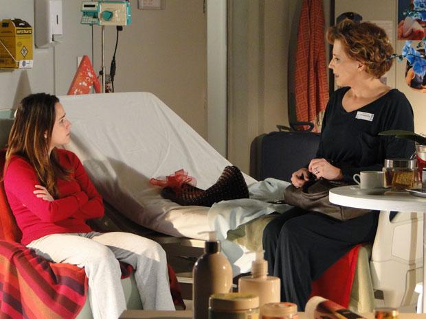 Ana se impõe e pede para Eva deixar um pouco o hospital (Foto: A Vida da Gente - Tv Globo)