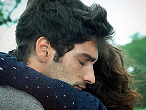Os dois se reencontram (Foto: aquele beijo)