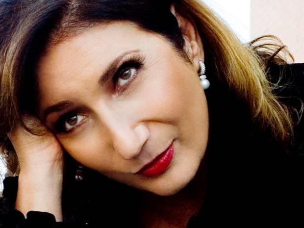 """Consagrada canção """"Explode Coração"""" é interpretada por Zizi Possi (Foto: A Vida da Gente/TV Globo)"""