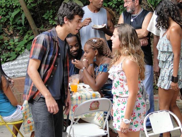 Dieguinho diz que vai levar Michele em casa (Foto: Malhação / TV Globo)