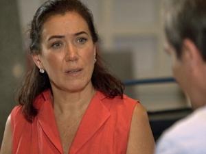 Griselda tenta aconselhar o chef  (Foto: Fina Estampa/ TV Globo)