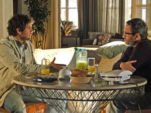 Lourenço aconselha o sobrinho a conversar com Manu (Foto: A Vida da Gente / TV Globo)
