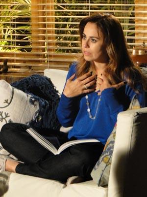Suzana não gosta do tom agressivo do marido (Foto: A Vida da Gente/TV Globo)