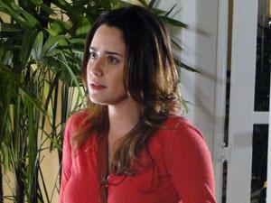 Ana não cede às chantagens emocionais da mãe (Foto: A Vida da Gente - Tv Globo)