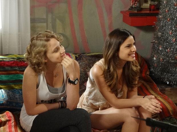 Babi e Cristal falam do programa de rádio (Foto: Malhação/TV Globo)