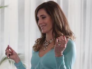 Colares e anéis dão toque de luxo ao visual (Foto: Fina Estampa/TV Globo)