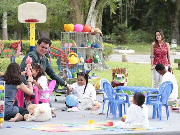 Ana fica encantada com o trabalho da ONG (Foto: A Vida da Gente / TV Globo)