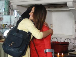 Manu promete ajuda a irmã (Foto: A Vida da Gente/TV Globo)