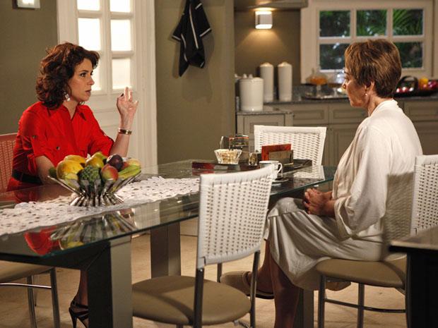 Claudia admite que gosta de Vicente (Foto: Aquele Beijo/TV Globo)