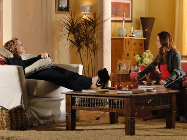 Eva faz chantagem emocional com Ana (Foto: A Vida da Gente - Tv Globo)