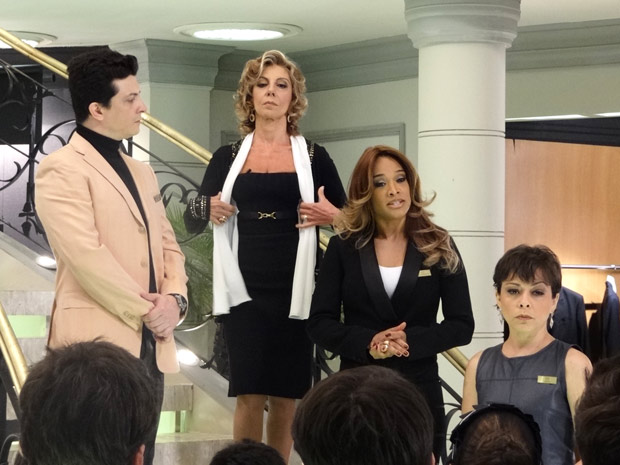 Maruschka conta com Grace Kelly para estimular  (Foto: Aquele Beijo/TV Globo)