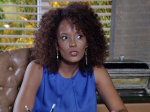 A advogada diz que ela não conseguirá a guarda se não tiver um emprego (Foto: Fina Estampa/TV Globo)