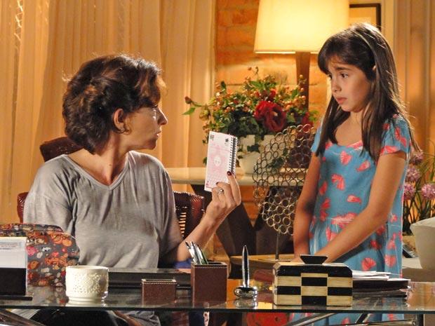 Vitória pede explicação (Foto: A Vida da Gente / TV Globo)