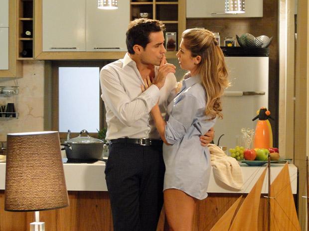 Vicente para Lucena não falar mais sobre Claudia (Foto: Aquele Beijo/TV Globo)