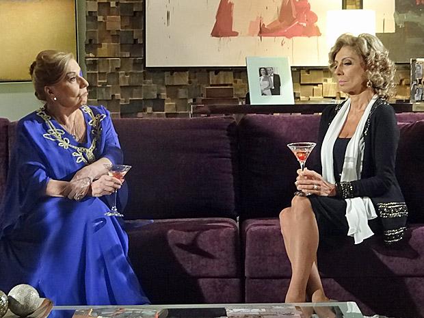 Maruschka garante que Regina não perde por esperar (Foto: Aquele Beijo/TV Globo)