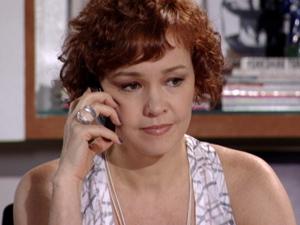 Esther toma a sua decisão (Foto: Fina Estampa/ TV Globo)
