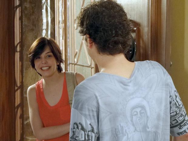 Alexia chega de surpresa e Gabriel fica sem reação (Foto: Malhação / TV Globo)