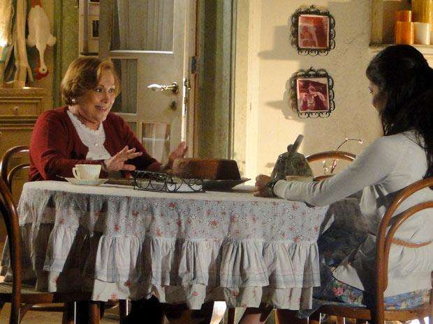 Manu admite se sentir insegura com relação de Ana e Rodrigo (Foto: A Vida da Gente/TV Globo)