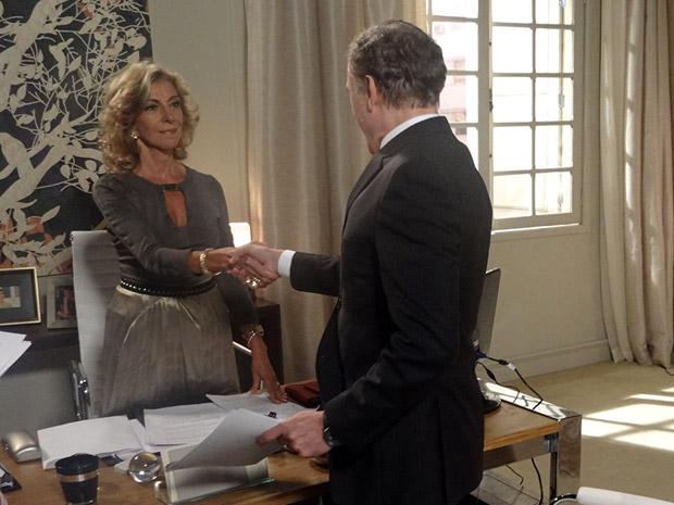 Maruschka e Henrique se aliam para acabar com a comissão e com Sarita (Foto: Aquele Beijo/TV Globo)