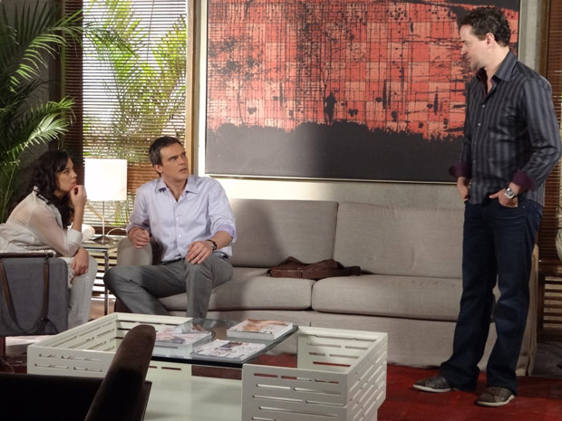 Paulo conta que está se separando de Esther (Foto: Fina Estampa/TV Globo)