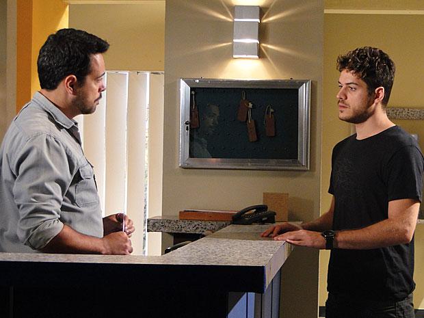 Rafael decide assumir seus crimes (Foto: Fina Estampa / TV Globo)