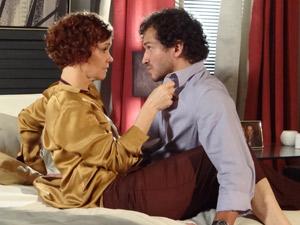 Guaracy quer ser o pai do filho de Esther (Foto: Fina Estampa/TV Globo)
