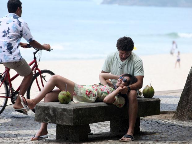 O casal também passeou pela praia de Pepino, na Zona Sul do Rio de Janeiro (Foto: A Vida da Gente - Tv Globo)