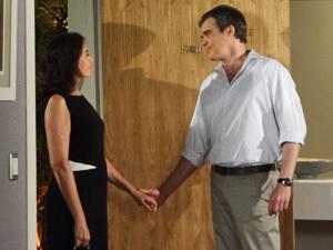 Novo casal troca declarações no hotel (Foto: Fina Estampa/TV Globo)