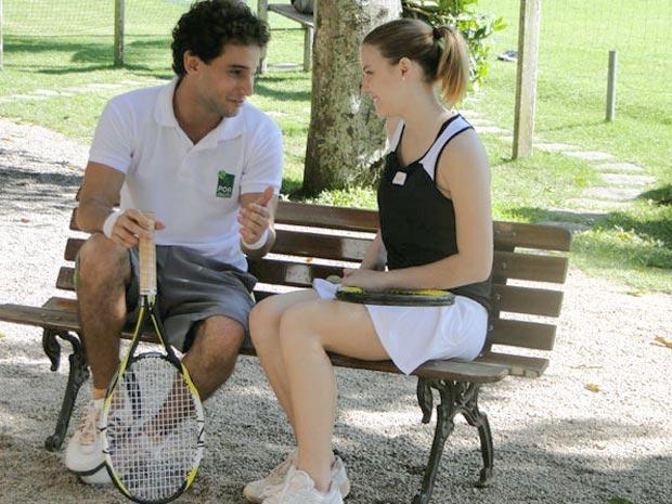 Miguel elogia Sofia e incentiva a tenista a ser corajosa em quadra (Foto: A Vida da Gente/TV Globo)