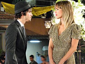 Agenor tira satisfações com Brigitte (Foto: Aquele Beijo/TV Globo)