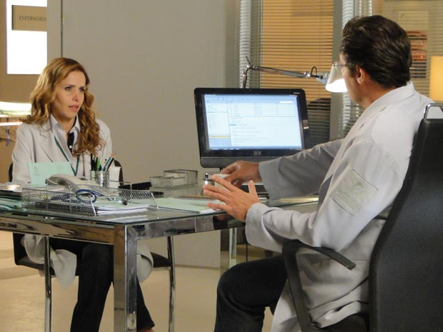 Celina pula fora da relação com Artur, depois de conhecer a mãe de Artur (Foto: A Vida da Gente/TV Globo)